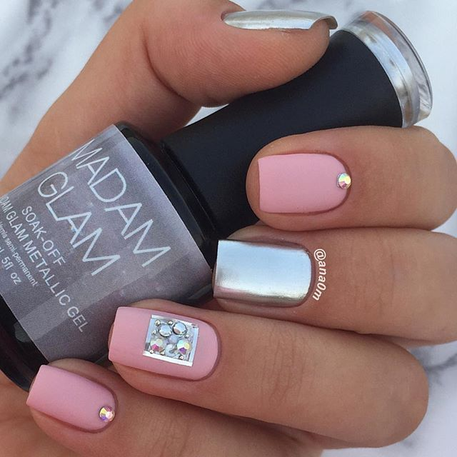 Today nails @madam_glam soak-off metallic gel Metallic Silver @goldenroseofficial ice chic #9 @opi_products matte top coat