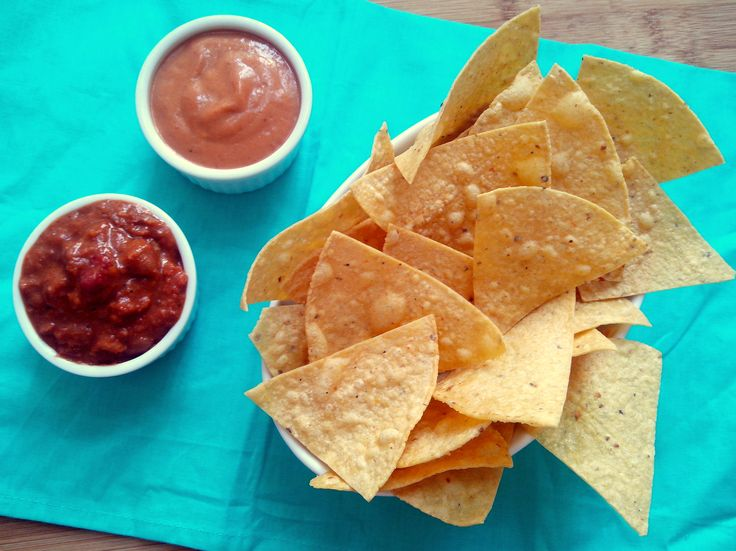 Depois que perdi o medo de fazer comida mexicana, decidi tentar aprender a preparar todos os meus pratos preferidos. Entre eles, é claro que não poderiam faltar os nachos: aquelas casquinhas crocan…