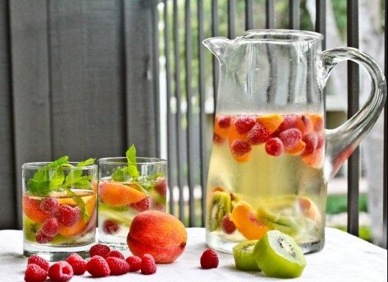 Summer Sangria: Summer Drinks, White Sangria, Summer Sangria, Infused Water, Skinny Girls, Flavored Water, Fruit Water, White Wine Sangria, Whitesangria