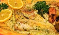 Zapečená treska v parmazánu je chutný způsob, jak si připravit rybí filé. Jednoduchý recept připravujeme v troubě. K rybě podáváme brambory nebo bramborovou kaši.