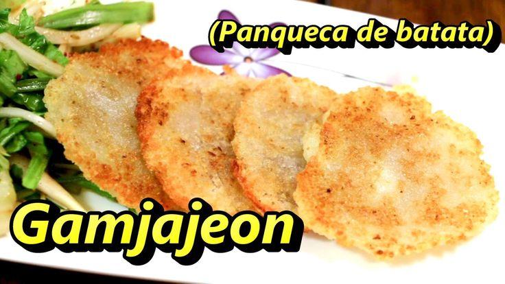 Vamos aprender a fazer uma panquequinha coreana, feita de batatas, chamada Gamjajeon?^^ Muito fácil de fazer e deliciosa para acompanhar com uma saladinha or...