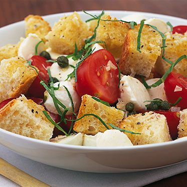 healthy summer dinner: bread salad with tomatoes and mozzarella