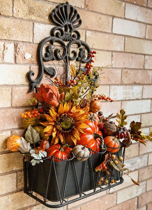 wall container with a fall arrangement....