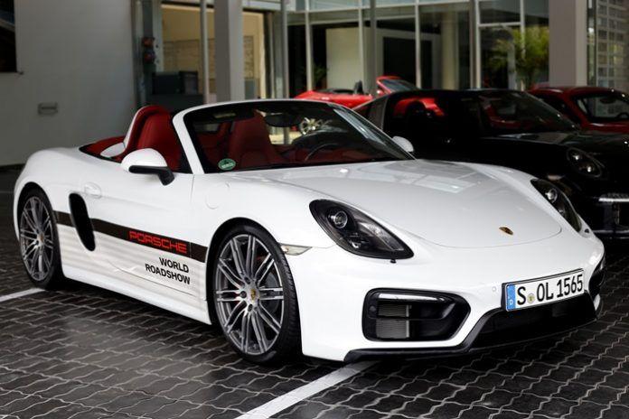 Siêu xe Porsche 718 Boxster dạo phố Việt Nam