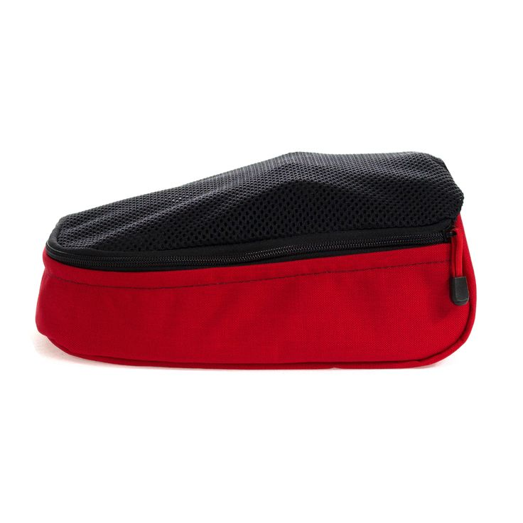The vibrant Imperial Red Vento Shoe Bag keeps your sports shoes separate from the contents of your bag.