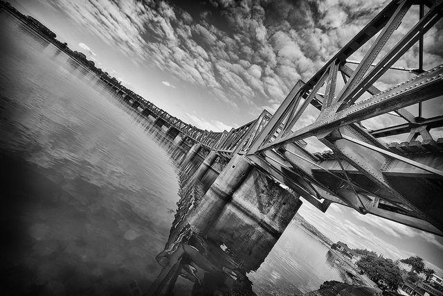 Bridge Dynamic by J Howe, via Flickr