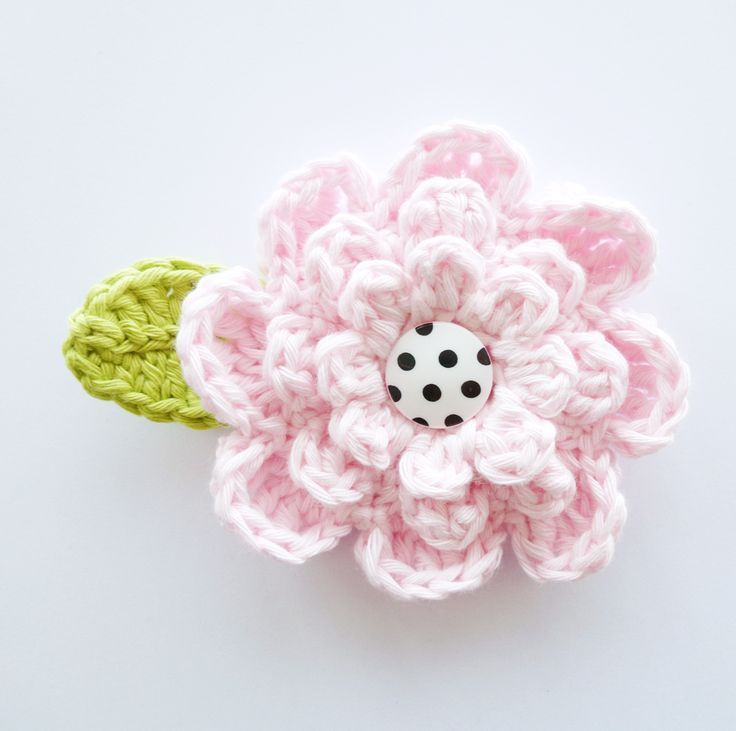 "Crochet Flower. Free pattern. I made it in 4 colors for ""Koninginnedag"" looks great!!"