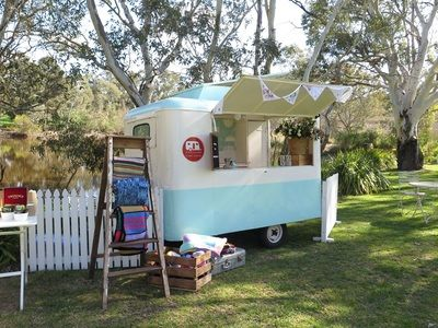The Little Van that Could looked so cute set up by the lake. This would be a wonderful way to serve guests pre-dinner drinks by the lake, picker's rest, or in the courtyard!