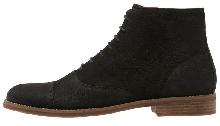 Simple og elegante sorte herrestøvler i mat læder