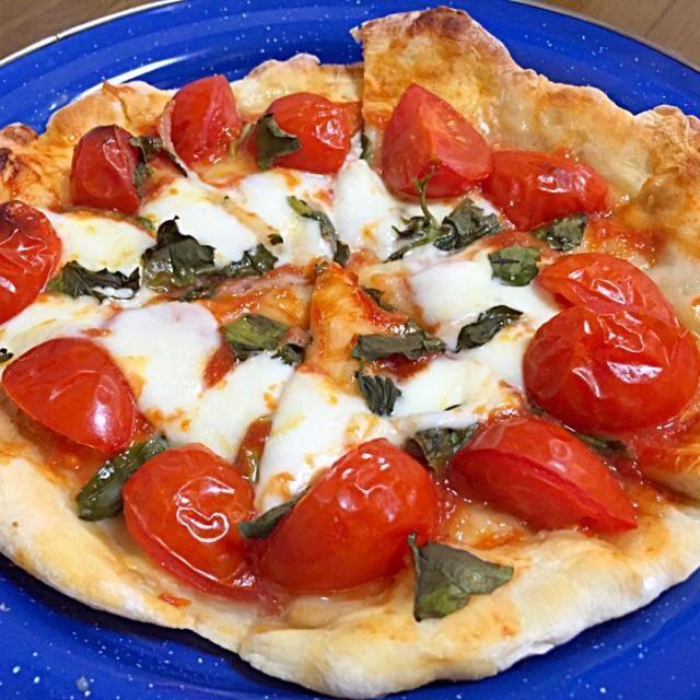 この前作ったパン生地が冷凍庫に残っていたので、生地を伸ばしてピザにしました。 - 22件のもぐもぐ - マルゲリータピッツア! by beavereasy