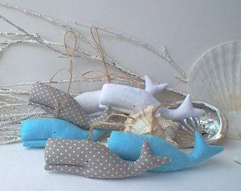 Munt walvis sieraad, walvis mobiel, nautische kwekerij, 6 gevulde baby walvissen. Kind vriendelijke speelgoed voor de kamer van een baby. Leuk cadeau voor baby shower