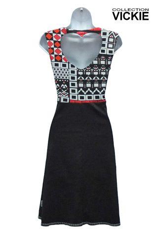 Robe NINNA Magnifique robe signée VICKIE. Sa coupe est parfaite, très bien étudiée pour le corps de la femme, pas trop ajustée et son effet ample au bas lui donne un petit air rétro qu'on adore! Créée et fabriquée entièrement au Québec. L'ouverture en forme de coeur au dos lui donne un petit détail original et féminin.