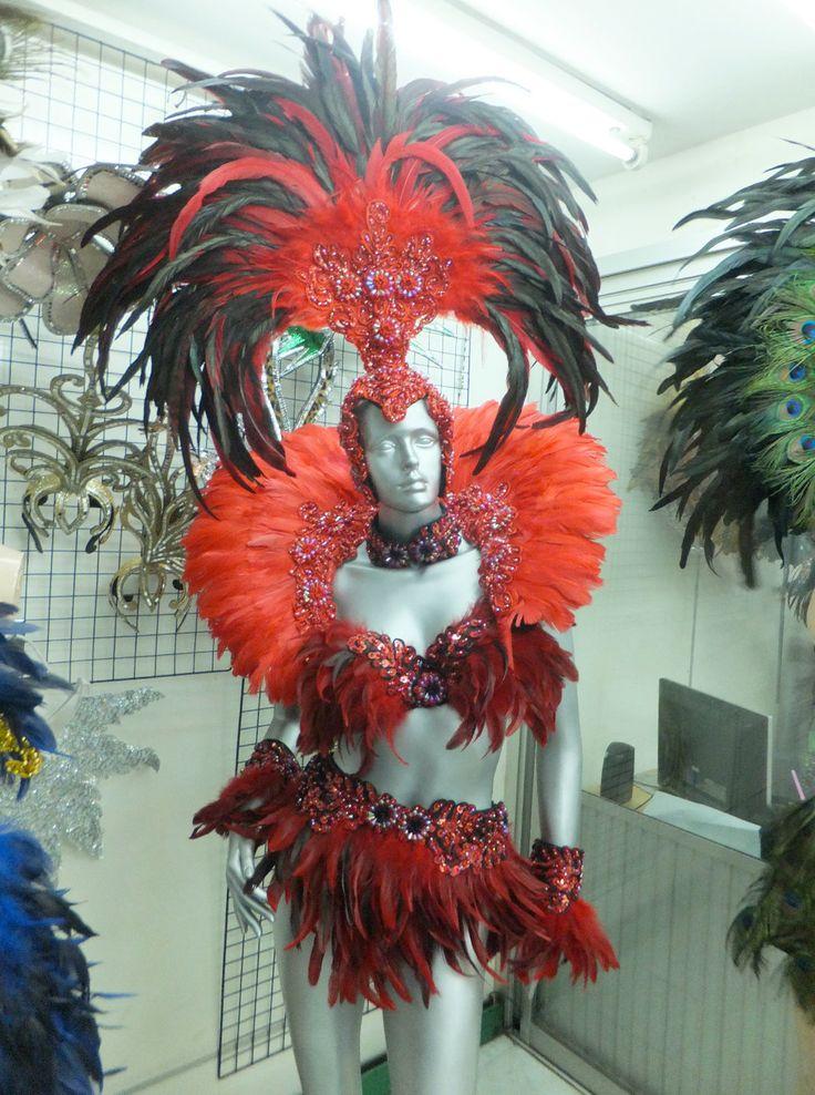 Traje de plumas de samba juego El sistema incluye ala/mochila y traje de tamaño XS-XL Precios adicionales para tamaños más grandes  Hermosa artesanía y gran ojo Cómodo de usar, alta calidad, fuerte y durable Son de color disponible como se muestra 7 - tiempo de producción 12 días Hechos a mano por nuestros fabricantes profesionales Diseño especial para bailarines, drag queen, bailarinas y animadores de la etapa Hecho en Tailandia Diseños personalizados disponibles, envíanos tu diseño 5-10…