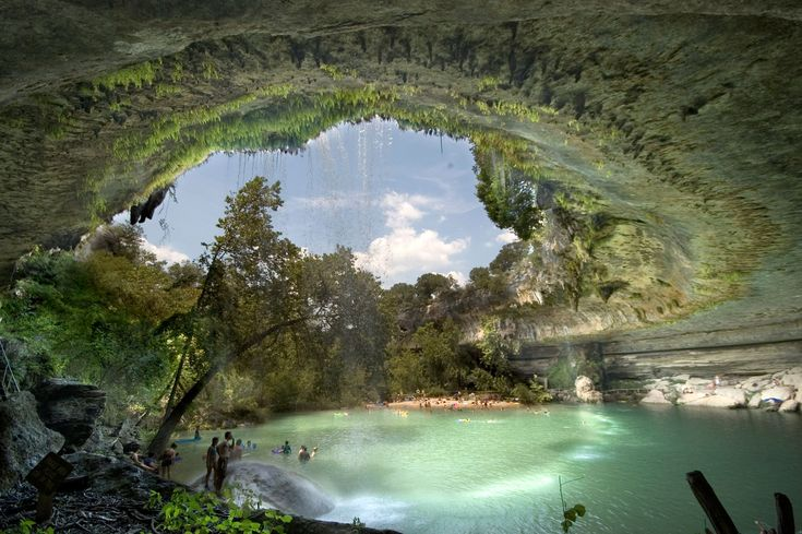 La Hamilton Pool Preserve est une piscine naturelle située dans un parc national du Texas, aux États-Unis. Cette piscine a été créée il y a plusieurs milliers d'années lorsque le dôme d'une rivière souterraine s'est effondré image-semaine-hamilton-pool-texas-nature-dave-wilson-photographies-decouverte