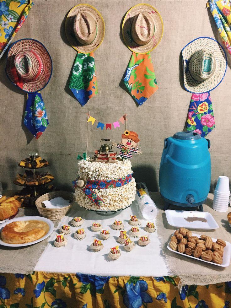 Mesa - Festa Julina Família Busca-pé