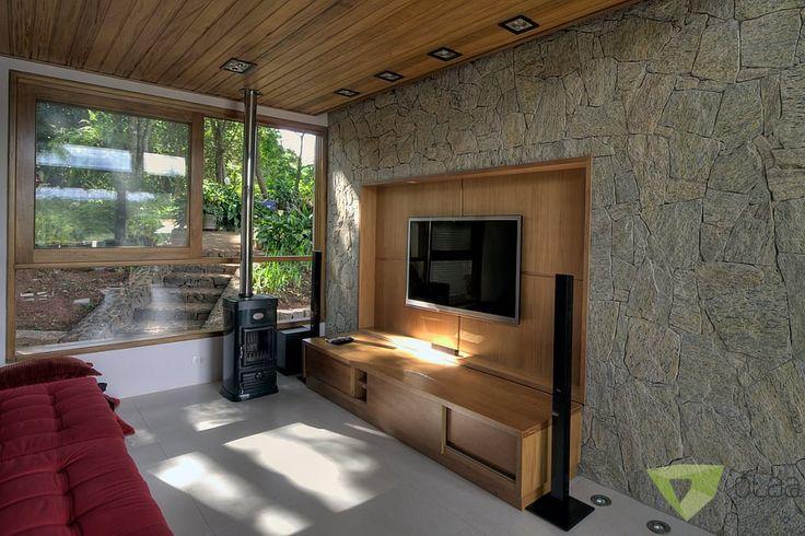 Navegue por fotos de Salas multimídia rústicas: Casa de Campo Quinta do Lago – Tarauata. Veja fotos com as melhores ideias e inspirações para criar uma casa perfeita.
