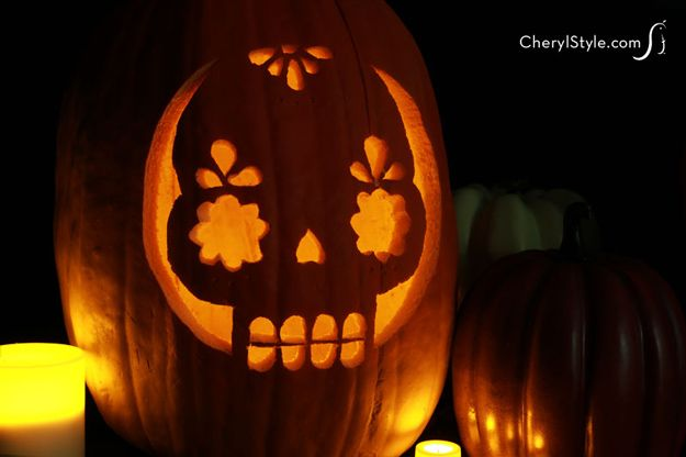 Pumpkin Carving with Stencils | Cool Carving Deco This Fall by DIY Ready at http://diyready.com/11-diy-ways-to-carve-a-pumpkin/