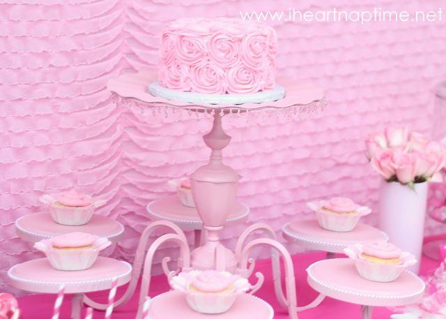 chandelier cake stand: Old Chandelier, Diy Chandeliers, Birthday Parties, Cake Stands, Chandeliers Cakes Stands, Chand Cakes Stands, Parties Ideas, Cupcakes Stands, Pink Parties