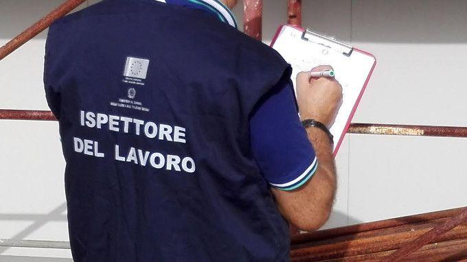 Controllo dei Carabinieri e Ispettorato nel crotonese: 18 aziende irregolari su 24, 1 lavoratore in nero su 2 - Questo il risultato di specifici servizi finalizzati al contrasto dei reati in materia di  sicurezza sui luoghi di lavoro e manodopera irregolare  - http://www.ilcirotano.it/2017/07/06/controllo-dei-carabinieri-e-ispettorato-nel-crotonese-18-aziende-irregolari-su-24-1-lavoratore-in-nero-su-2/