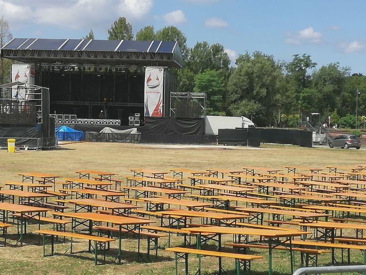 """La sicurezza al primo posto per l'edizione 2017, cominciata ieri, del """"Rugby Sound Festival"""", all'isola fluviale del Castello Visconteo di Legnano.  Come avevano assicurato nei giorni scorsi gli organizzatori storici dell'evento,   #Legnano – """"Rugby Sound Festival"""" divertimento in sicurezza"""