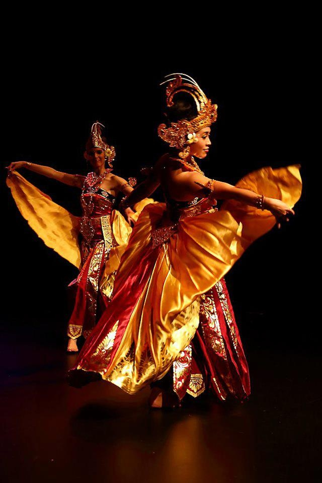 Tari Cendrawasih dance of the bird of paradise