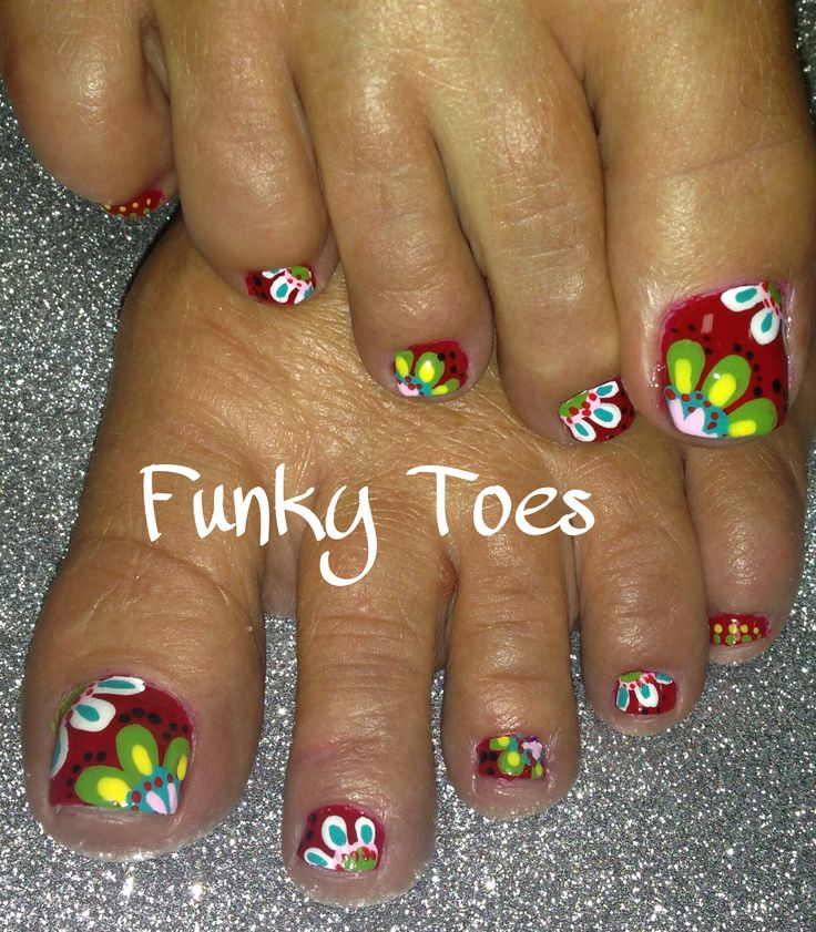 Bold and beautiful floral pedicure