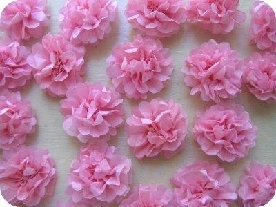 ... vous faut 5 feuilles de papier de soie par fleur, des ciseaux, du fil