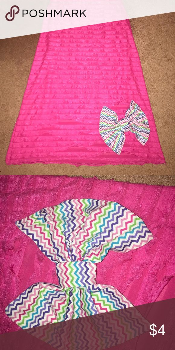 Styling Bow Cute & girly multi colored chevron bow. Hand-made so it's not perfect keep in mind 😜 but looks great pinned on shirts, skirts, or can use as decorations at home!! Several different colors to mix and match with 😊😍 Accessories Scarves & Wraps
