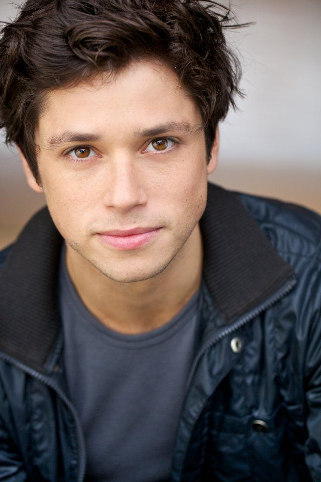 Raviv Ullman (aka, Phil of the Future!) OH MY....I JUST FREAKED! I miss that show!
