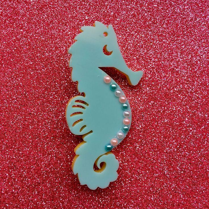 Seahorse Zeepaardje Broche Acryl met parel decoratie Fifties Retro Rockabilly Tropical Pin