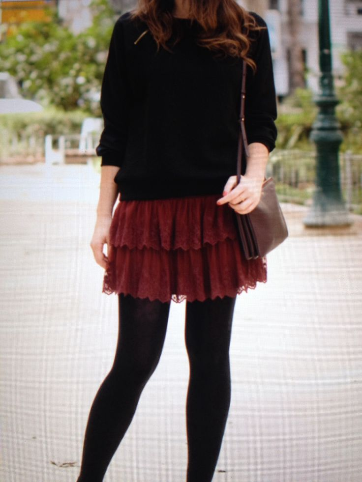 Burgundy skirt. Macarena Gea