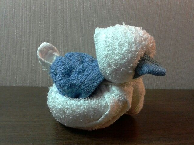 Towel folding duckling, so cute!