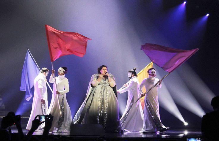 """Serbien - Bojana Stamenov mit """"Beauty Never Lies"""" (KURIER/Franz Gruber) Mehr Bilder vom #ESC Finale finden Sie auf http://kurier.at/songcontest."""