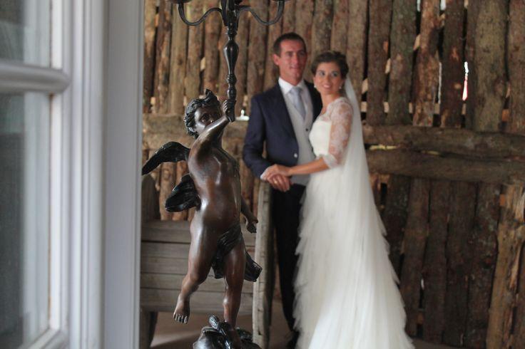 En ocasiones nuestra boutique L'ATELIER TUDELA se convierte en estudio de fotografía.  Post-boda de una de nuestras parejas de novios. Gracias a ambos por confiar en nosotros.
