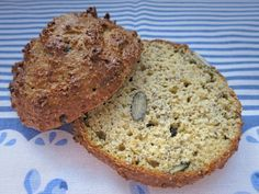 Chia-Samen in Brötchen Form…. 5 Brötchen 250 g Magerquark 100 g Haferkleie 50 g Mandelmehl nicht entölt (alternativ geriebene blanchierte Mandeln) 2 Eier G