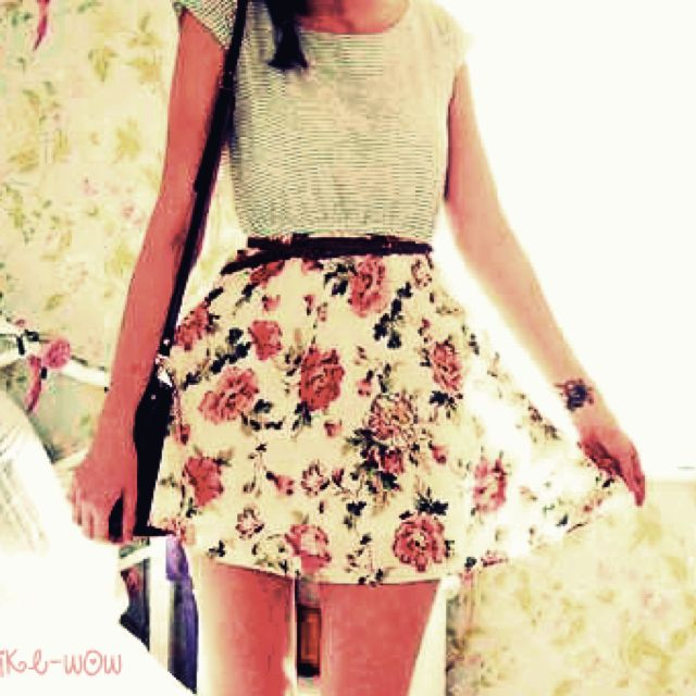 Tee shirt/floral skirt