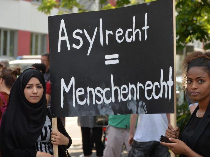 #SZ | Unionspolitiker #lehnen #Abschiebestopp #nach #Afghanistan #ab  Berlin (dpa) - Unionspolitiker #lehnen #Forderungen #der Opposition #und #Teilen #der #SPD #nach #einem kompletten Stopp #von Abschiebungen #nach #Afghanistan #ab. dpa   Das #waere #eine #Einladung #fuer #alle Schlepper #und Schleuser, #wenn #man #mit #Sicherheit davon #ausgehen koennte, #dass #auch abgelehnte afghanische Asylbewerber #unser #Land #ni