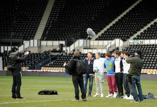 Niall playing football today, where he was also shooting for 1D3D