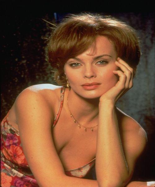 izabella scorupco jb girl 1995 film to watch pinterest james bond bond girls and pierce. Black Bedroom Furniture Sets. Home Design Ideas