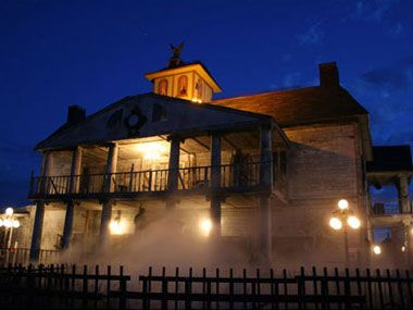 11 Best Haunted Houses Around the Country | Reader's Digest