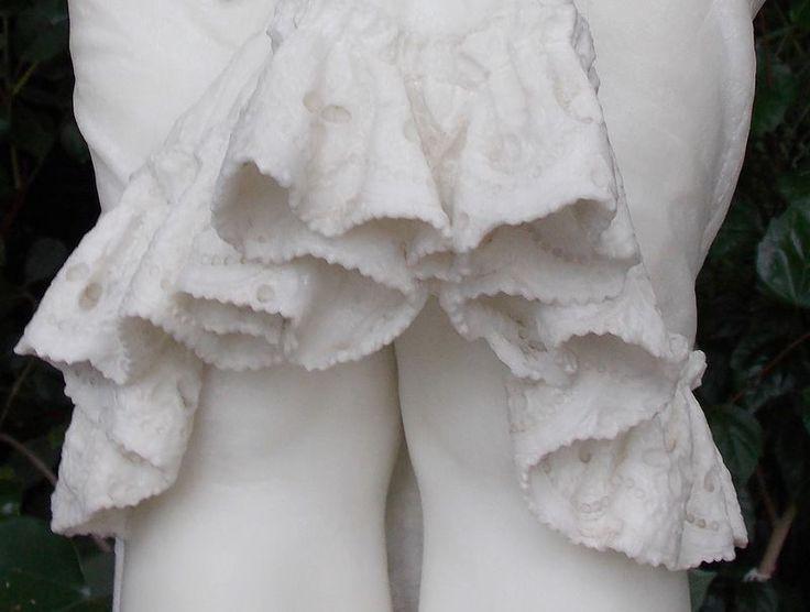 Эта удивительная скульптура девочки-подростка находится в Зимнем саду дворца графа Воронцова в Алупке. Ее автор — итальянский скульптор Квинтиллиан Корбеллини (начало XIX века). Когда я увидела это великолепное творение человеческих рук, то просто замерла в изумлении! Словно передо мной живой ребенок, застывший изваянием по мановению волшебной палочки колдуна!