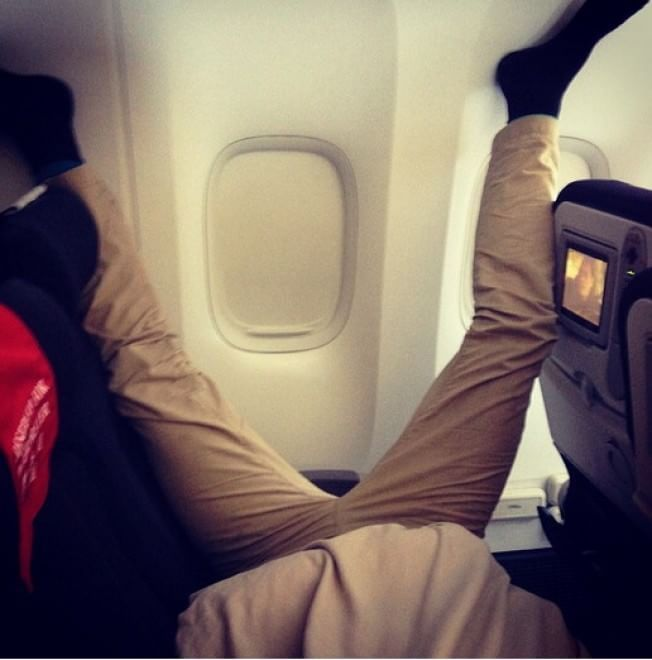 Usa, il ritorno dei passeggeri maleducati: le nuove immagini su Instagram
