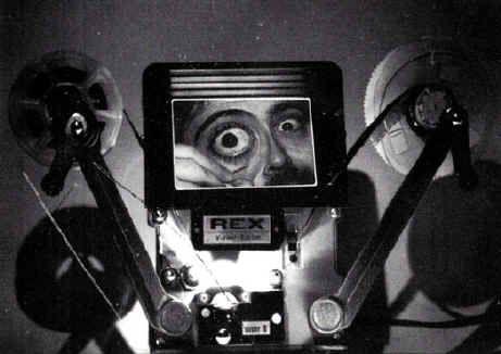 ENTENDER EL MEDIO AUDIOVISUAL o cómo un arte secuencial puede carecer de secuencias. La importancia del orden (pero no del militar), la realidad documentada y el poder del montaje, causa y efectos. La elipsis audiovisual y la elipsis del guionista. causas sin efecto y efectos sin causa. Vemos lo que creemos. Narración lineal y multilineal e interactividad (un anticipo de El guión del siglo 21). El medio es y no es el mensaje