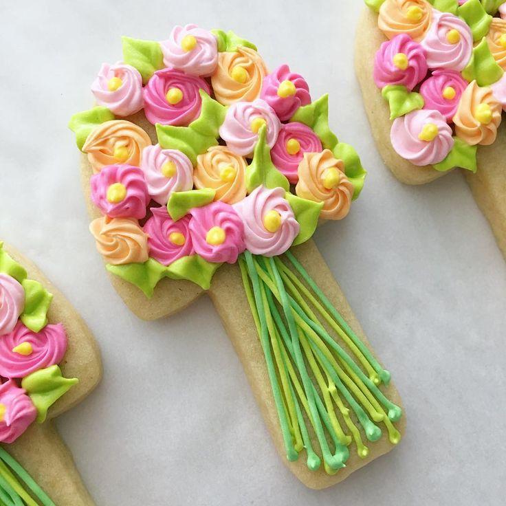 Spring flower bouquets 🌷💕🌸🌿 #flowercookies #springcookies #decoratedcookies #cookiedecorating #cookiesofinstagram #marthastewart