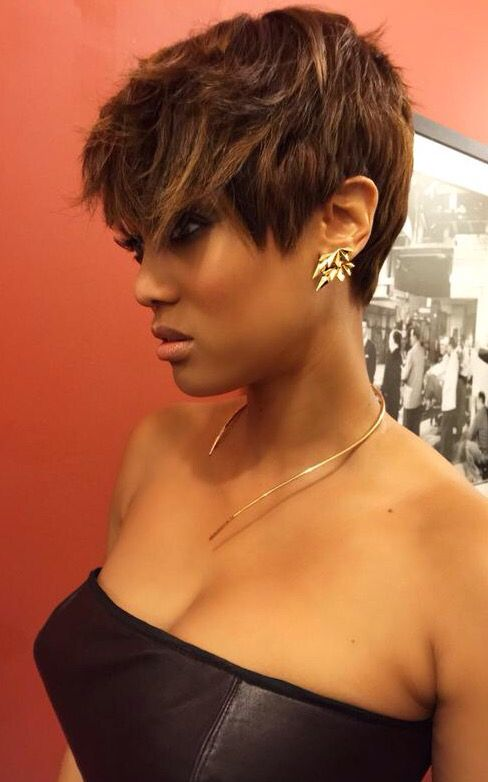 Tyra Banks short hair