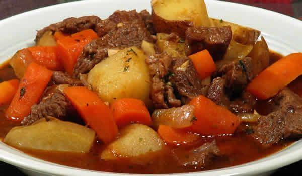 boeuf aux carottes cookeo, un plat délicieux pour toute la famille. facile et rapide à realiser chez vous avec votre cookeo, bon appetit à tous.