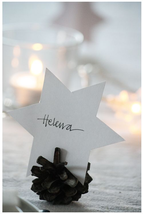 Simple star place card & pine cone holder—an easy DIY Christmas dining accent❣ Annixen
