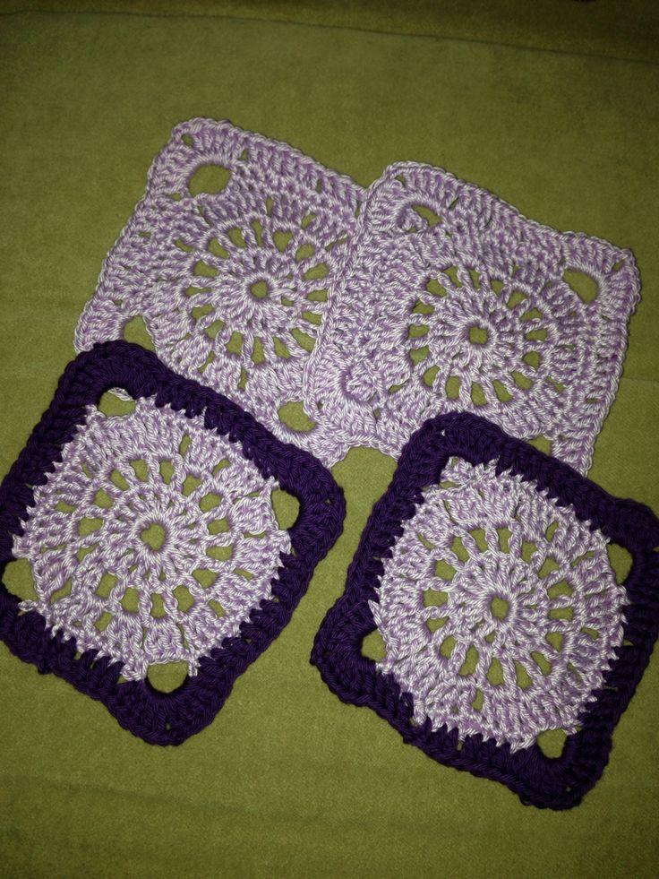 Coasters, heklede brikker til å ha under kaffekoppen :)