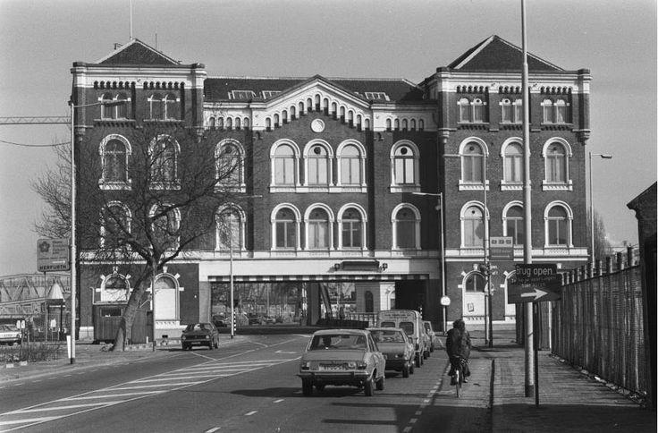 Het Poortgebouw (van 1879) in 1979.