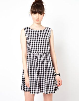 The WhitePepper Sleeveless Smock Dress in Gingham